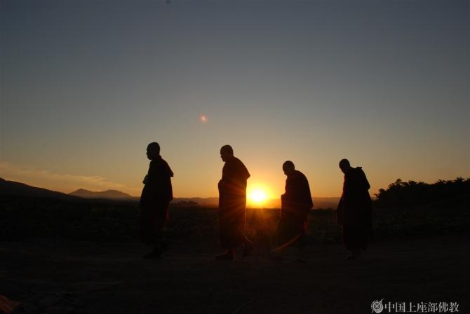南传佛教进入雨安居期 僧人集中在寺院修行